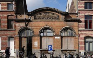 Семейный дом за школьным фасадом XX века в Генте